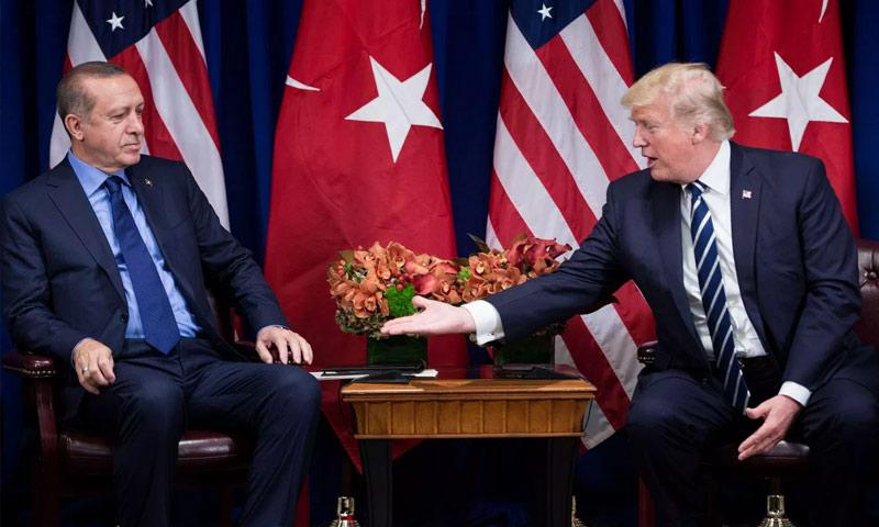 الرئيسان الأمريكي دونالد ترامب والتركي رجب طيب أردوغان قبل اجتماع للجمعية العامة للأمم المتحدة في نيويورك - 21 أيلول 2017 (AFP)