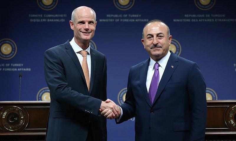 وزير الخارجية التركي جاويش أوغلو في لقاء مع نظيره الهولندي ستيف بلوك، في العاصمة التركية أنقرة 3 تشرين الأول 2018 (الأناضول)