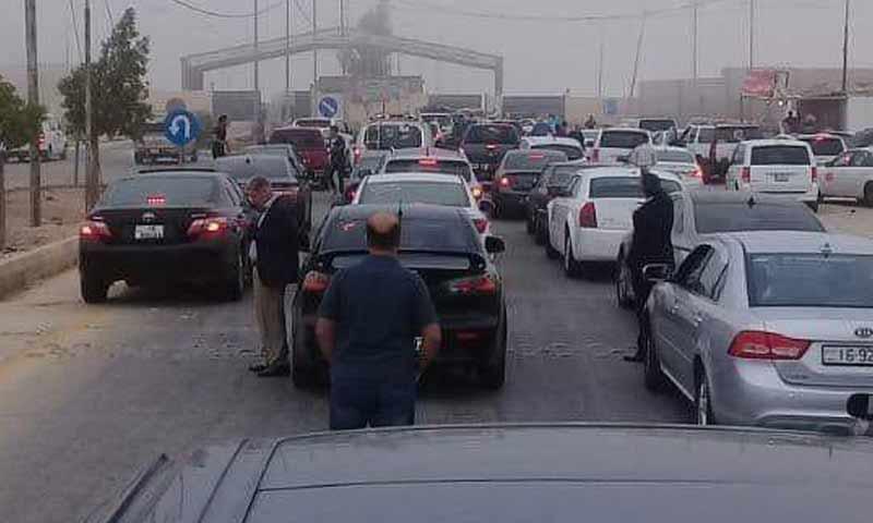 سيارات أردنية تستعد لدخول معبر جابر- نصيب في طريقها إلى سوريا - 18 تشرين الأول 2018 (Mohammed al Ersan)