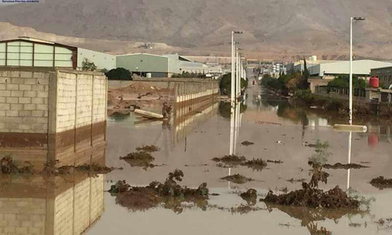 سيول في المنطقة الصناعية بمدينة عدرا شرقي دمشق نتيجة فيضان سد الضمير 21 تشرين أول 2018 (غرفة صناعة دمشق وريفها)