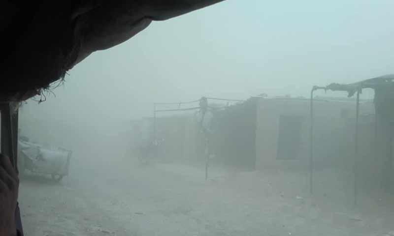 عاصفة ضربت مخيم الركبان الحدودي الخميس 25 من تشرين الأول 2018 (الادارة الذاتية للمخيم)