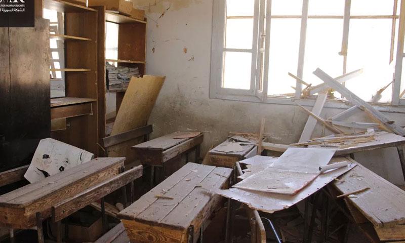 قصف استهدف مدرسة في بلدة البدرية بريف إدلب من الطيران الروسي (الشبكة السورية لحقوق الإنسان)