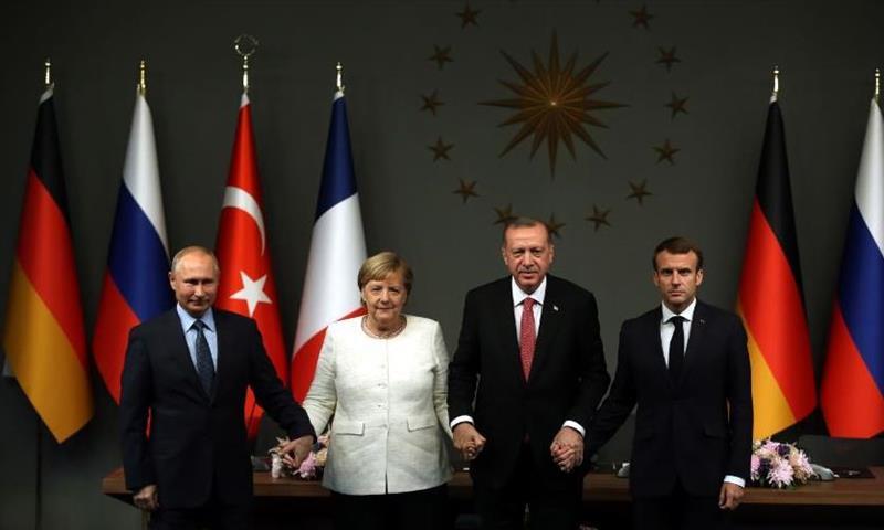 الزعماء الأربعة بعد انتهاء القمة الرباعية حول سوريا في اسطنبول - (الأناضول)
