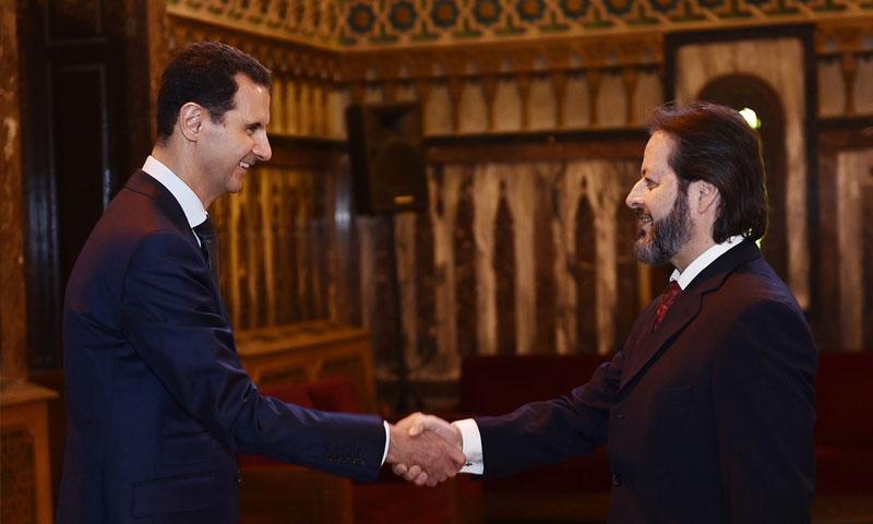نبيل صالح يصافح يشار الأسد 2016 (فيس بوك)