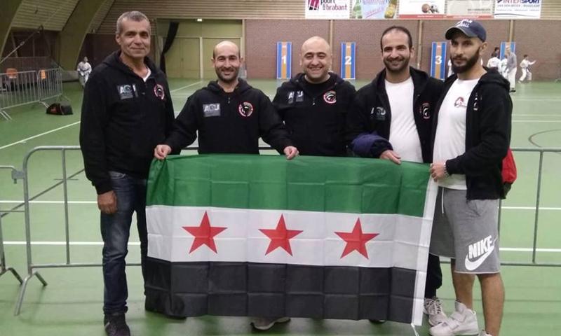 """بعثة """"المنتخب السوري الحر"""" إلى مدينة آيندهوفين الهولندية للمشاركة في بطولة الكارتيه الدولية المفتوحة (عنب بلدي)"""