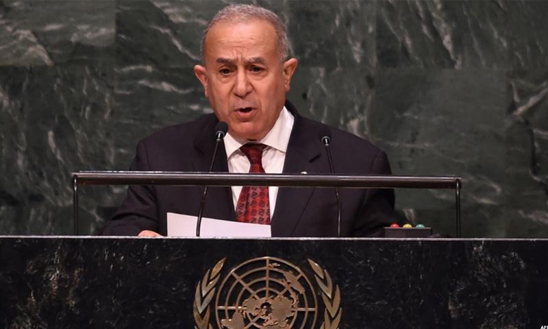 الدبلوماسي الجزائري رمطان لمعامرة متحدثًا في الأمم المتحدة- 2015 (AFP)