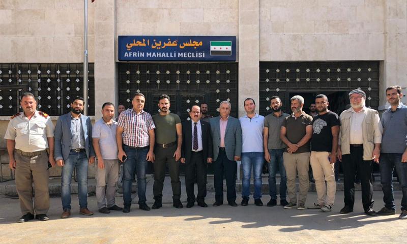 أعضاء الائتلاف السوري المعارضة في أثناء اختيار رئيس جديد لمجلس عفرين المحلي - (الائتلاف السوري)