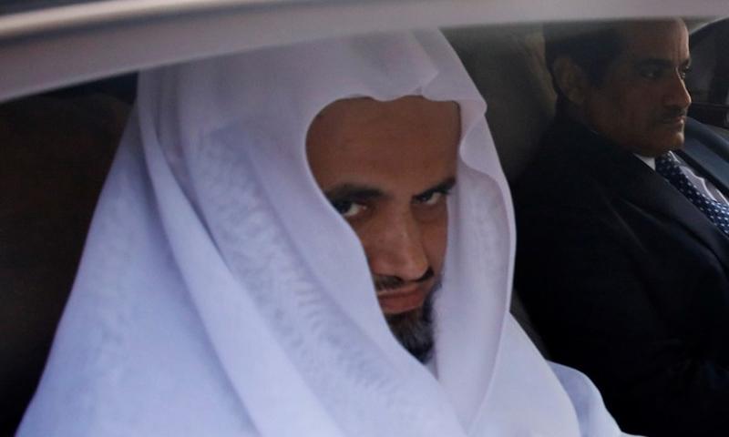 النائب العام السعودي، سعود المعجب، خلال زيارته إلى تركيا لبحث في قضية مقتل جمال خاشقجي (رويترز)
