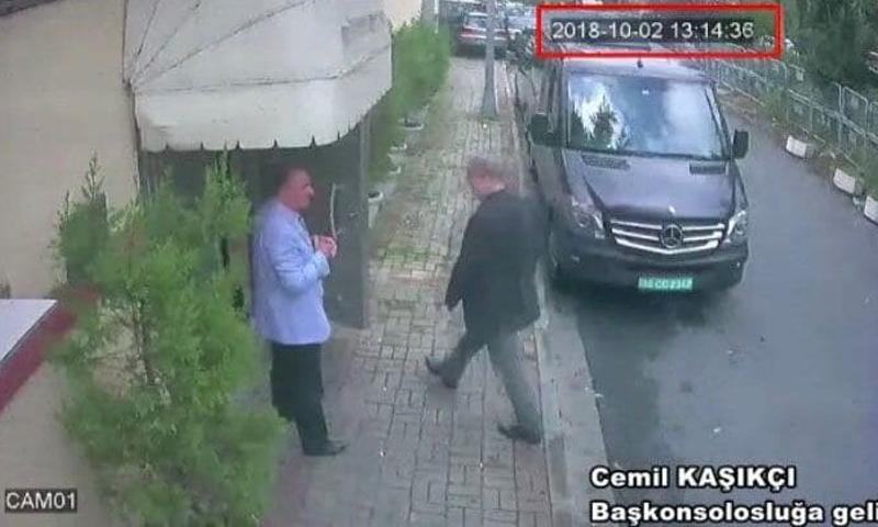"""صورة نشرتها صحيفة """"واشنطن بوست"""" قالت إنها لجمال خاشقجي خلال دخوله للقنصلية السعودية."""
