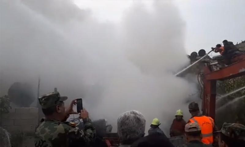 فرق الإطفاء تعمل على إخماد الحريق في الدويلعة بدمشق - 14 من تشرين الثاني - (دمشق الآن)