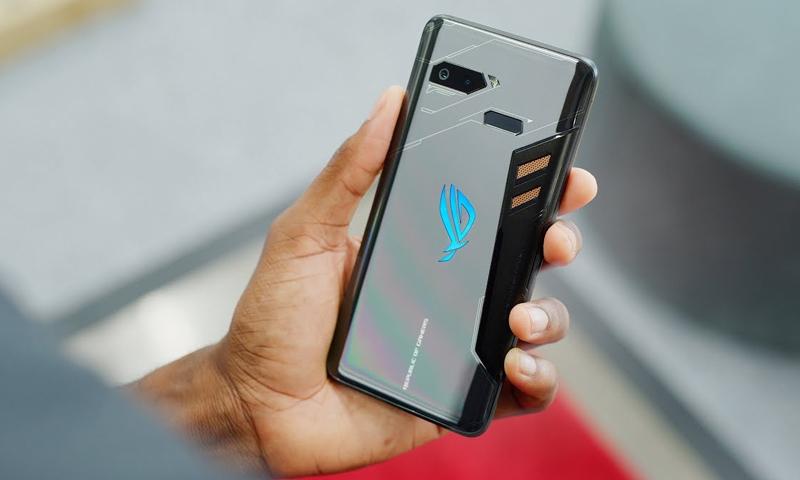 """هاتف """"ROG PHONE"""" من إنتاج شركة """"ASUS"""" الإلكترونية (ASUS)"""