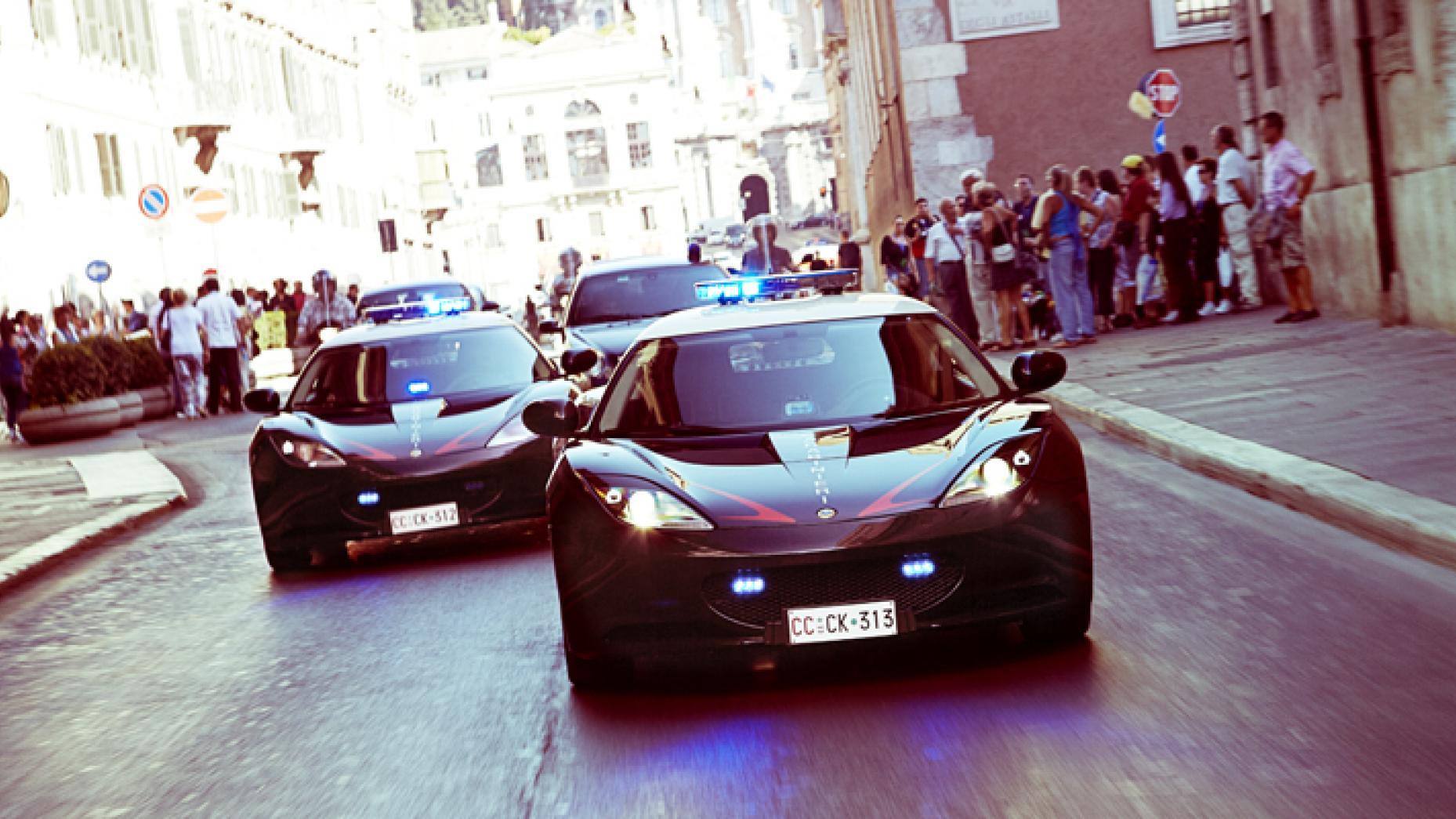 """سيارة الشرطة الإيطالية """"إيفورا لوتس إس"""" (top gear)"""