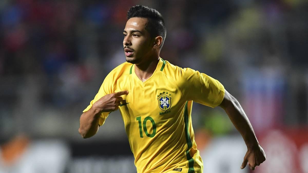 لاعب نادي بالميراس والمنتخب البرازيلي آلان دي سوزا (AS)