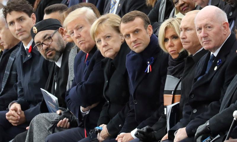 زعماء العالم في أثناء مراسم ذكرى انتهاء الحرب العالمية الأولى في باريس- 11 تشرين الثاني (رويترز)