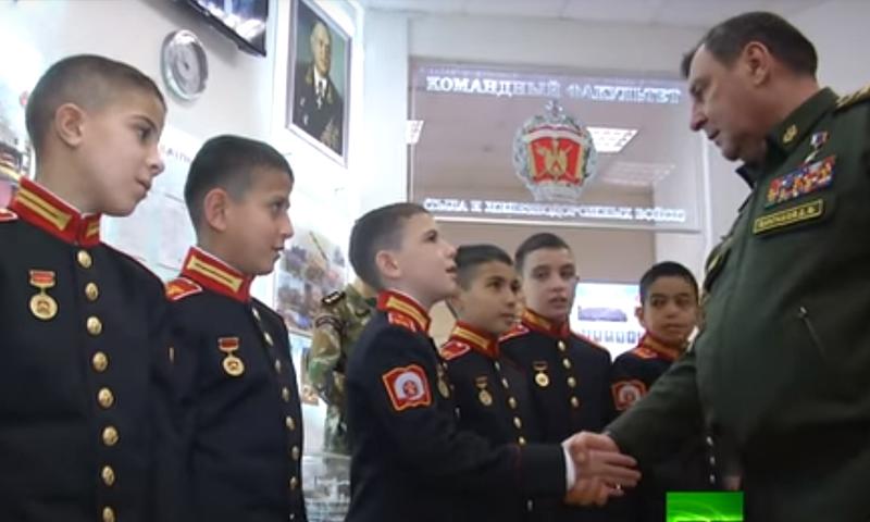طلاب سوريون خلال مشاركتهم في مدرسة داخلية روسية (روسيا اليوم)