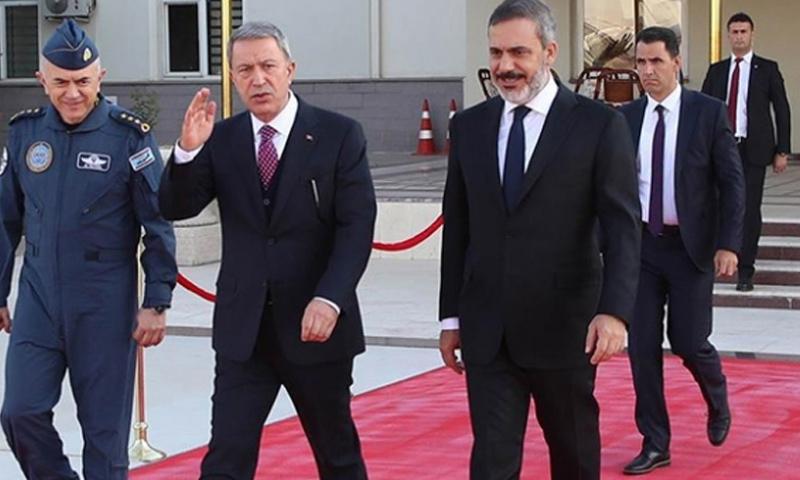 وزير الدفاع التركي ورئيس الاستخبارات خلوصي آكار وحقان فيدان في أثناء وصولهما إلى سوتشي الروسية - (TRT)