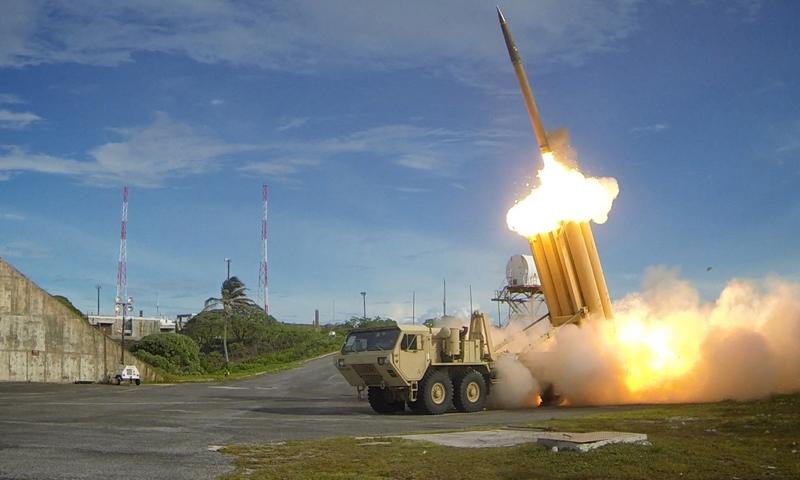 """بطارية نظام """"ثاد"""" تحمل من ستة إلى ثمانية صواريخ (رويترز)"""