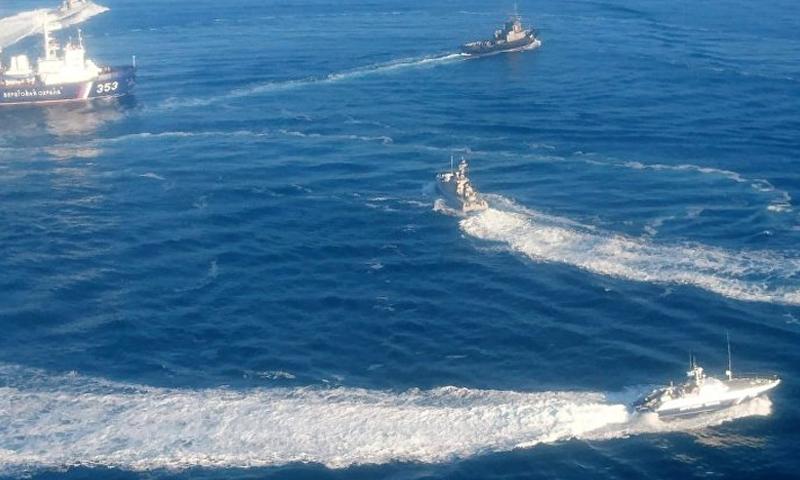 صورة لتموضع السفن الأوكرانية وسفن حرس الحدود الروسية في مضيق كريتش- 25 من تشرين الثاني 2018 (سبوتينك)