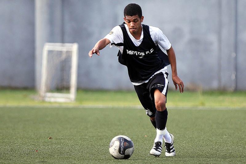 اللاعب الشاب فيتور غابريل، لاعب نادي فلامينغو البرازيلي (AS)