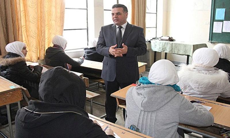 وزير التربية في زيارة لمدرسة في دمشق (سانا)