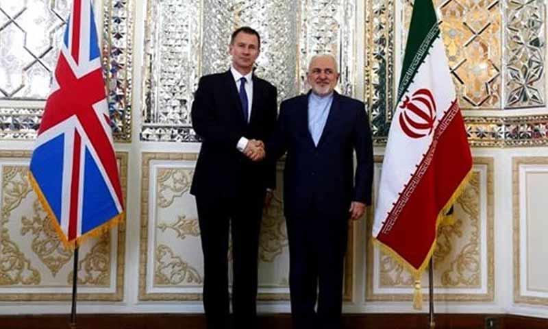 وزير الخارجية البريطاني جيريمي هانت مع نظيره الإيراني محمد جواد ظريف في العاصمة طهران 19 تشرين الثاني 2018 (وكالة فراس)