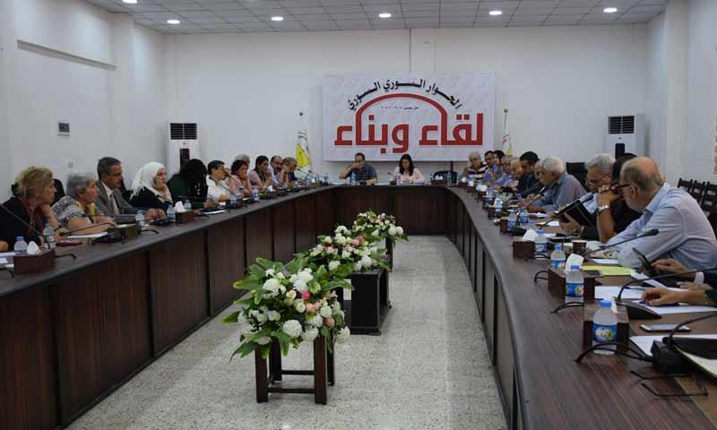 """مؤتمر الحوار السوري """"بناء وتقدم """" المقام في مناطق """"قسد"""" شرقي سوريا في يومه الأول 28 تشرين الثاني 2018 (وكالة هاوار)"""
