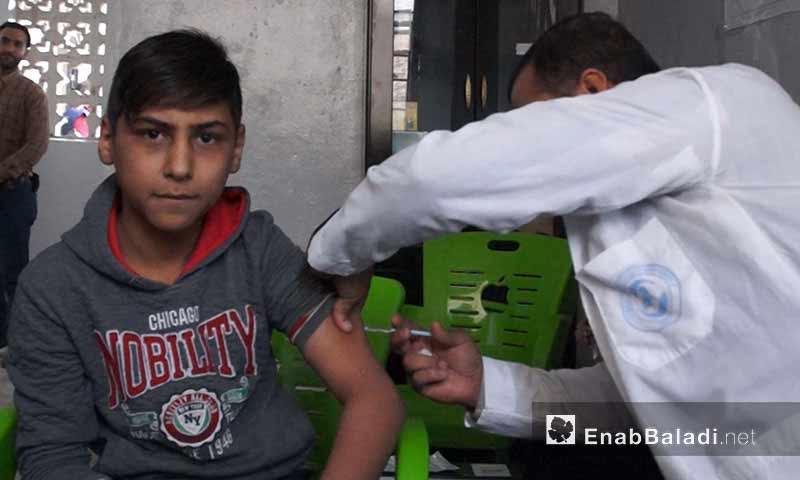 لقاح الأطفال ضد الحصبة والحصبة الألمانية في الشمال السوري 3 تشرين الأول 2018 (عنب بلدي)