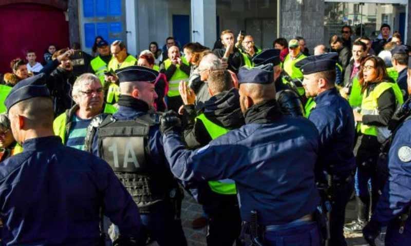 """احتجاجات """"السترات الصفراء"""" في فرنسا 16 تشرين الثاني 2018 (فرانس 24)"""