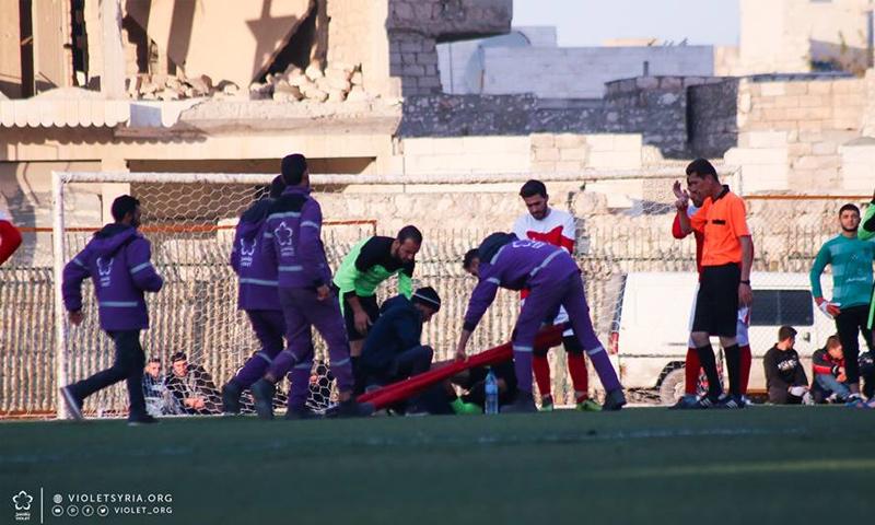 فريق الطوارئ في منظمة بنفسج في أثناء نشاطاته بإدلب - (بنفسج)