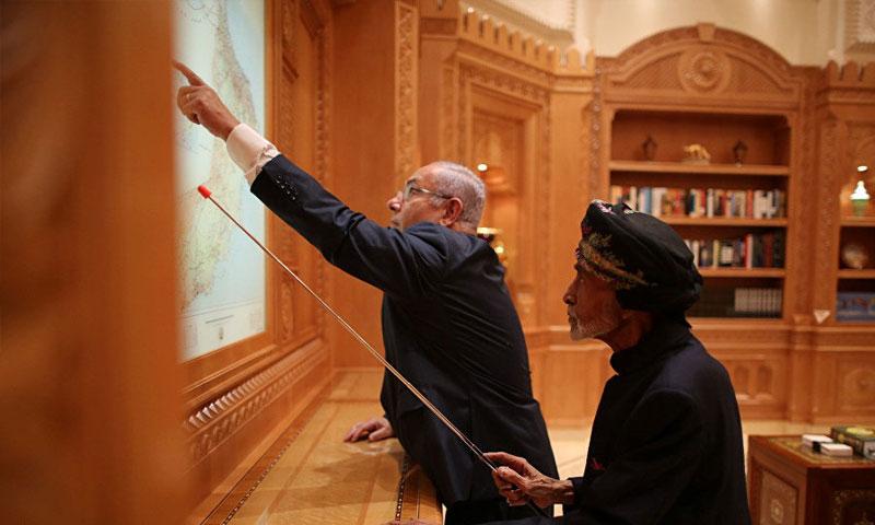 السلطان قابوس بن سعيد ورئيس الحكومة الإسرائيلية بنيامين نتنياهو (سبوتنيك)