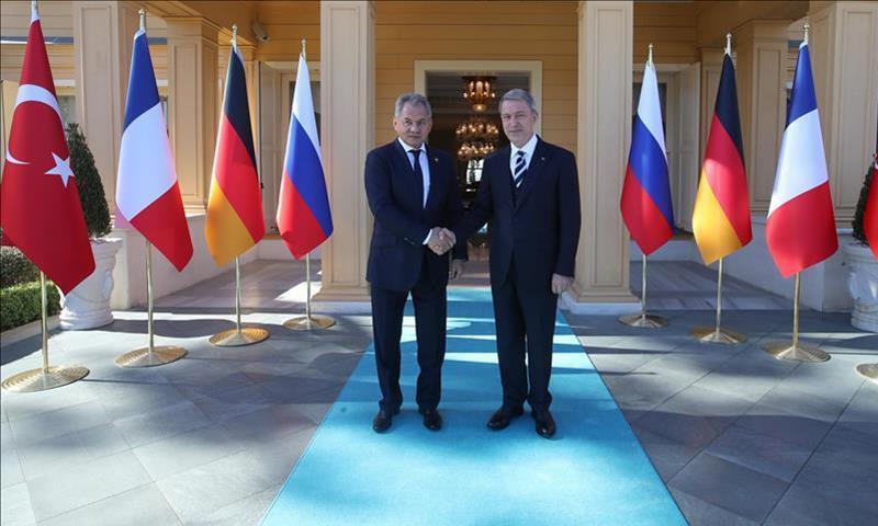 وزيرا خارجية روسيا وتركيا سيرغي شويغو وخلوصي آكار - (الأناضول)