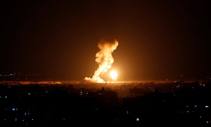 القصف الجوي الإسرائيلي على قطاع غزة- 12-11-2018 (رويترز)