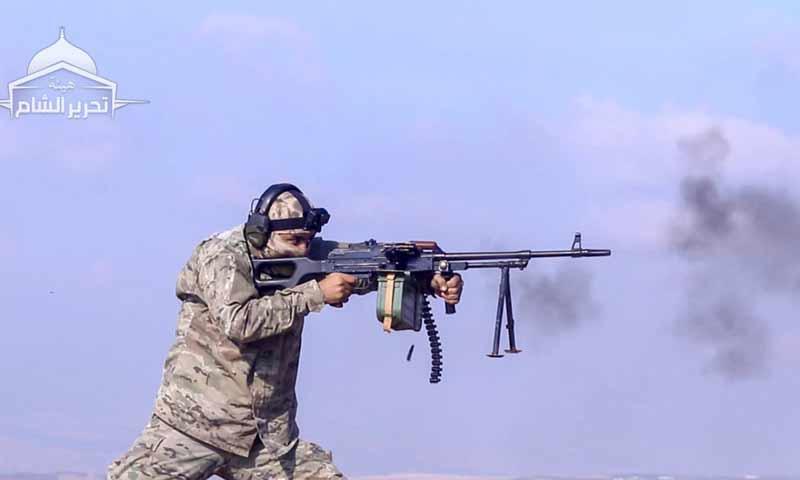 مقاتل من هيئة تحرير الشام في اثناء تدريب على رشاش pk- 14 من تشرين الثاني 2018 (هيئة تحرير الشام تلغرام)