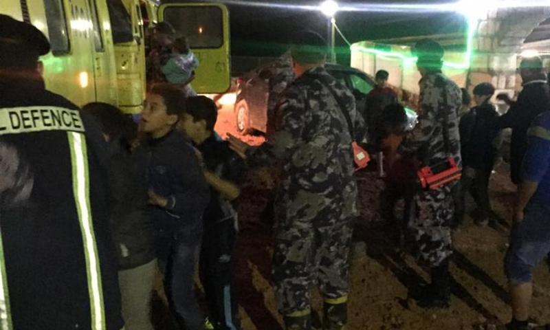 إنقاذ أطفال سوريين علقوا جراء السيول في محافظة إربد الأردنية- 16 تشرين الثاني 2018 (عمون)
