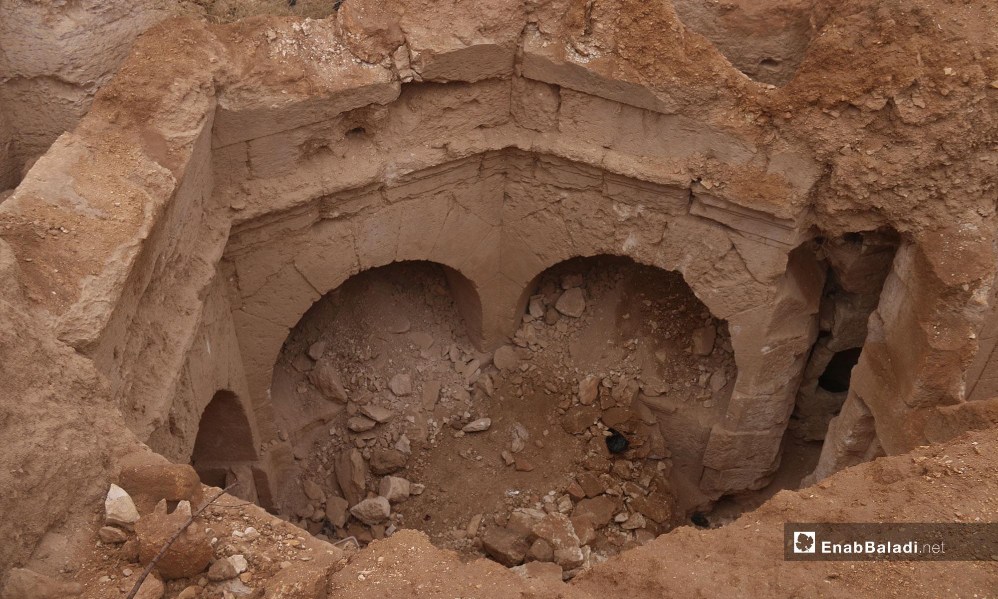 مقبرة تعود للعهد الروماني في بلدة جرجناز شرق معرة النعمان - 9 من تشرين الثاني 2018 (عنب بلدي)