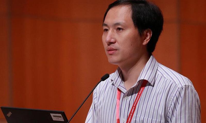العالم الصيني هي جيناكي في قمة دولية عن تعديل الجينوم البشري في جامعة هونج كونج يوم الأربعاء 28 تشرين الثاني 2018. المصدر رويترز