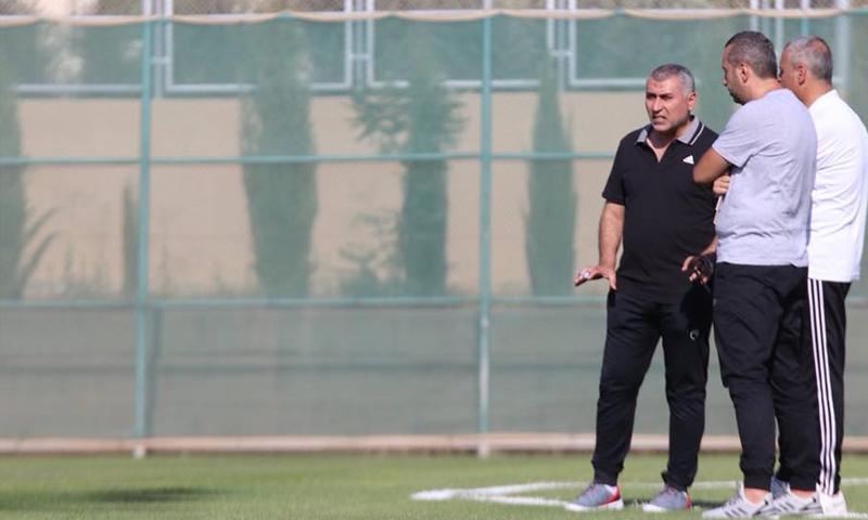 نزار محروس مدرب نادي الجزيرة الأردني (koora)