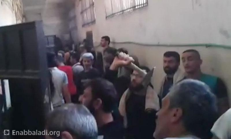 معتقلو سجن حماة المركزي أيار 2016 (عنب بلدي)