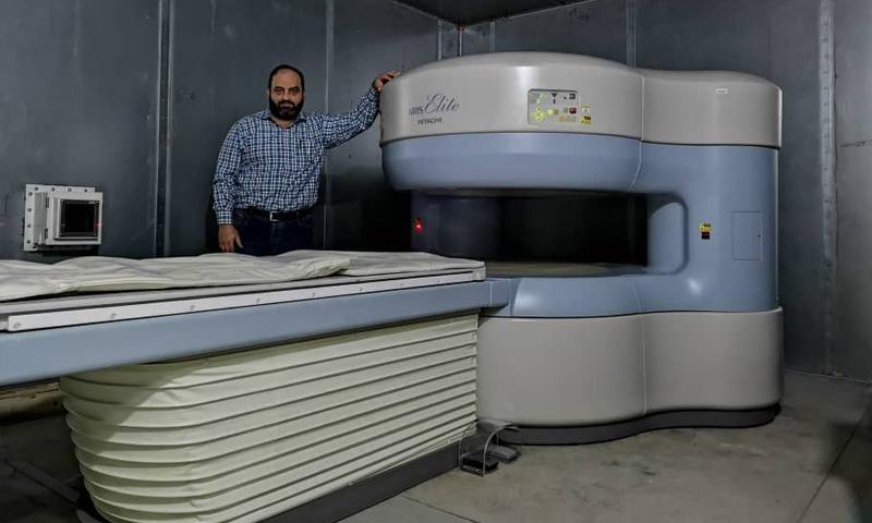 جهاز رنين مغناطيسي في مستشفى أورينت في إدلب (فيس بوك)