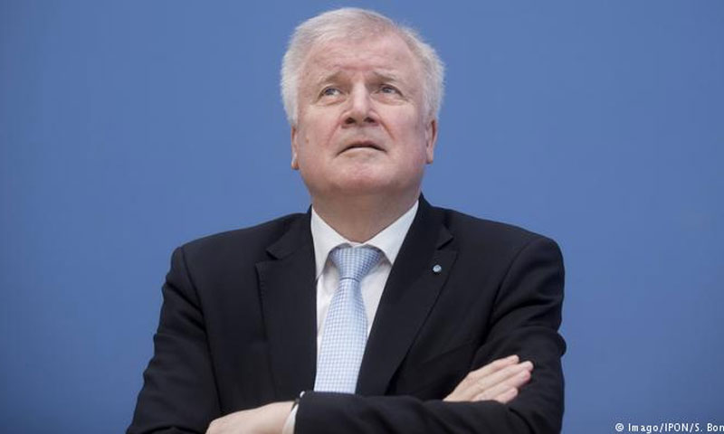 وزير الداخلية الألماني زيهوفر (دوتشيه فيله)