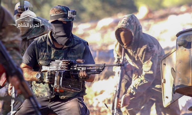 """مقاتلون في """"تحرير الشام"""" في أثناء مناورات عسكرية بريف إدلب الغربي - 7 من تشرين الثاني 2018 (تحرير الشام)"""