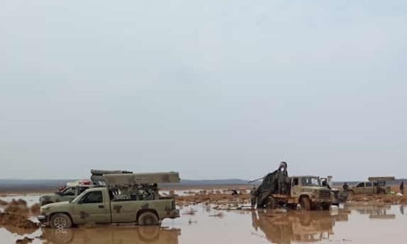 آليات عسكرية لقوات الأسد استعصت في الطين في تلول الصفا شرق السويداء - 13 من تشرين الثاني 2018 (أخبار الفرقة الرابعة)