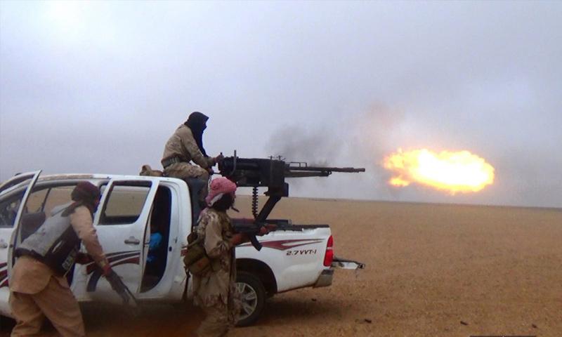 عناصر تنظيم الدولة في أثناء الهجوم على بلدة البحرة شرق الفرات - 24 من تشرين الثاني 2018 (أعماق)