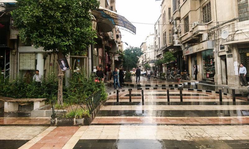 سوق الحريقة وسط العاصمة السورية دمشق (فيس بوك عدسة شاب دمشقي)