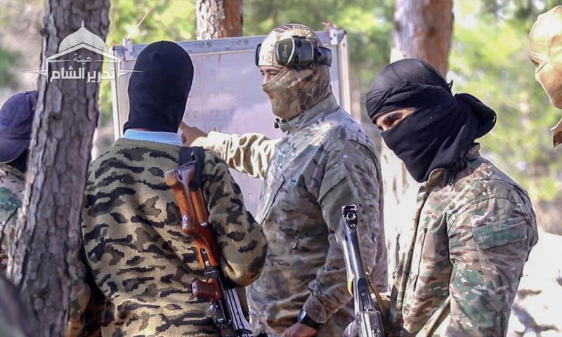عناصر من هيئة تحرير الشام في معسكر تدريبي بريف إدلب - (تحرير الشام)