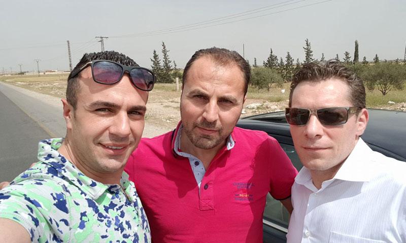 الإعلامي رضا الباشا مع شادي حلوة (فيس بوك )