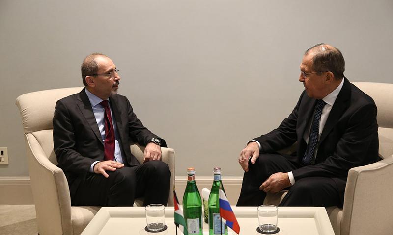 سيرغي لافروف وأيمن الصفدي وزيرا خارجية روسيا والادرن خلال لقاء سابق (وزارة الخارجية الروسية)