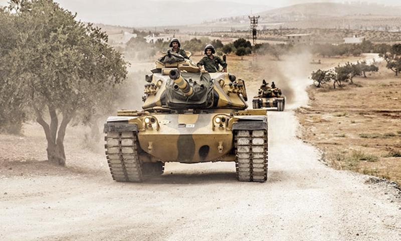 دبابة للجيش التركي داخل الأراضي السوري (صحيفة يني شفق التركية)