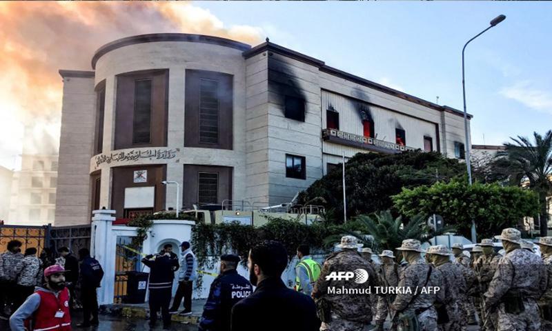 وزارة الخارجية الليبية في أعقاب الهجوم المسلح-طرابلس 25 كانون الأول (أ.ف.ب)