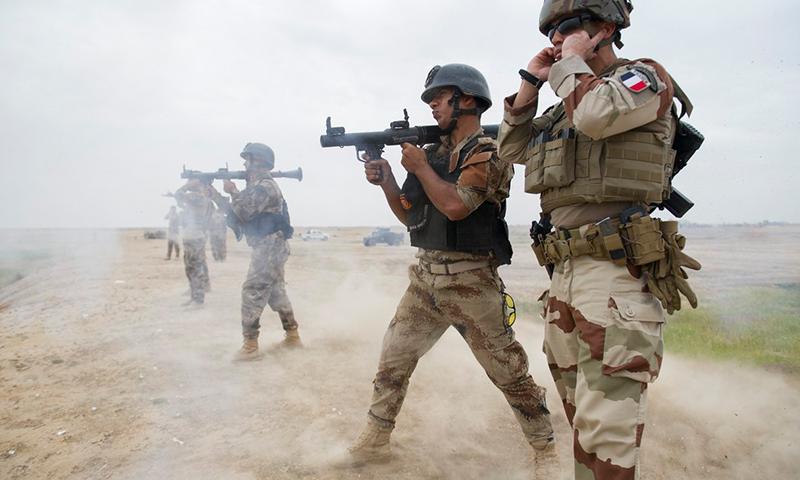 """ضباط فرنسيون في التحالف الدولي ضد تنظيم """"الدولة"""" معركة """"العزم الصلب""""- آيار 2018 (وزارة الدفاع الفرنسية)"""